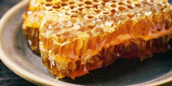 فوائد العسل لعلاج حب الشباب
