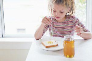 ماذا يحتوى العسل من فيتامينات