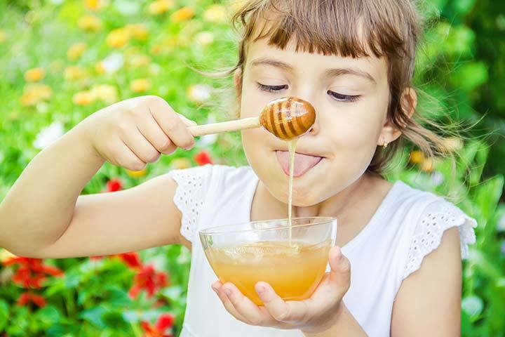 فوائد العسل والليمون للاطفال على الريق