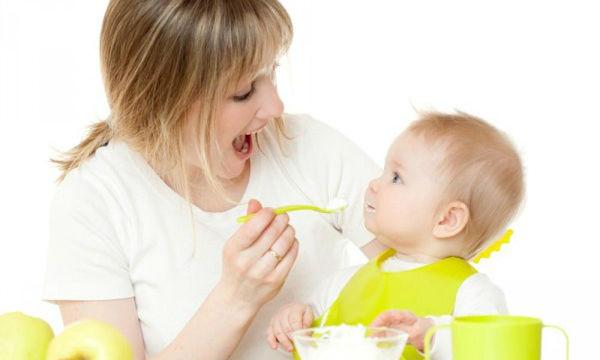 هل ينصح بالعسل قبل عمر السنة للأطفال.. إليك الإجابة من الخبراء